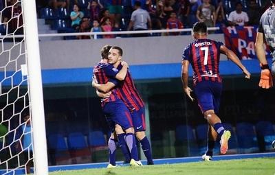 Cerro Porteño triunfa y sigue dando pelea