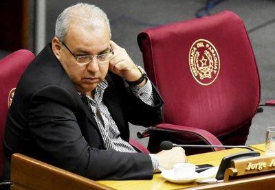 Senado aceptó renuncia de Oviedo Matto y ahora debaten quien sería su reemplazante