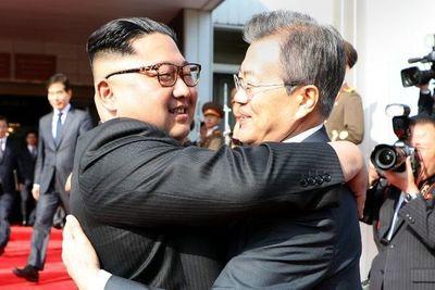Las dos Coreas se intercambian setas y mandarinas en signo de reconciliación