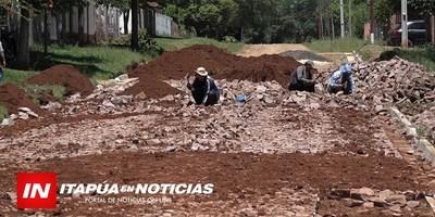 CONSTRUYEN NUEVO EMPEDRADO EN LAS ADYACENCIAS DEL CEMENTERIO DE GRAL. ARTIGAS.