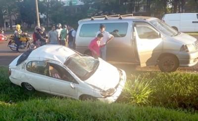 Volcaron su vehículo pero no resultaron heridos