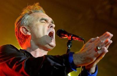 La violenta agresión que sufrió Morrissey que lo obligó a abandonar el escenario