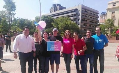 HOY / Antiabortistas y profamilia piden  a Petta actuar como 'sheriff' en contra de la ideología de género
