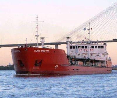 Denuncian detención ilegal de buque paraguayo en la localidad de Paraná