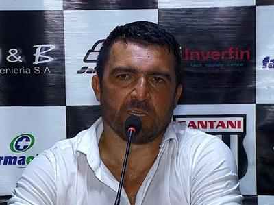 Héctor Marecos, el DT de Santaní