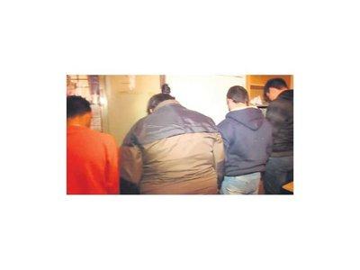 Detienen a 7 paraguayos que trafican cabellos en Argentina
