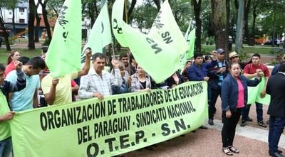 Gremios docentes inician paro hoy para exigir reajuste salarial