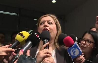 Fiscal General se dirige a manifestantes del Ministerio Público