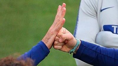 HOY / Suspenden a árbitro por sortear un saque inicial a 'piedra, papel y tijera'