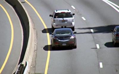 Para las rutas 2 y 7 la norma es usar el carril izquierdo solo para adelantar