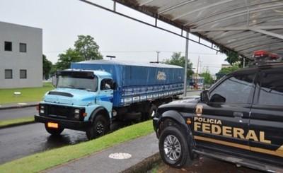 Policía Federal retiene camión con cigarrillo de contrabando