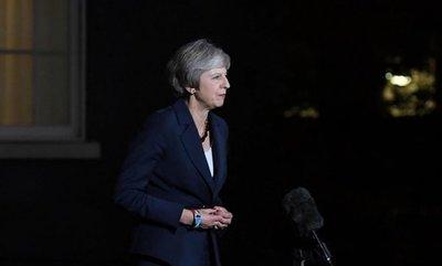 """May dice que se mantienen los preparativos para un """"brexit"""" sin acuerdo"""
