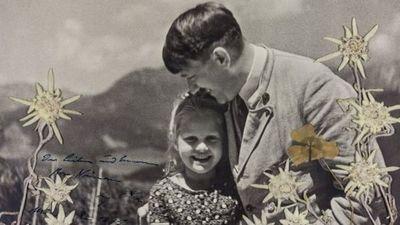 Subastan foto de Hitler junto a una niña judía