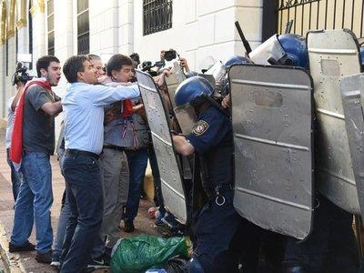 Anulan condena de policía que disparó contra diputado Édgar Acosta