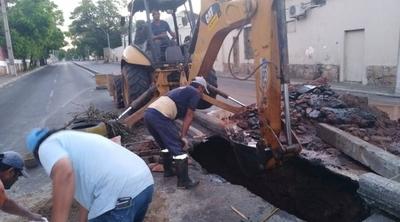 HOY / Un enorme cráter bloqueó la avenida Choferes del Chaco y  zona de Recoleta fue un caos