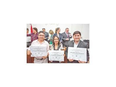 Concursos reconocen talento  literario de los participantes