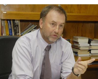 Aumento a docentes se daría si hay recursos, dice Hacienda