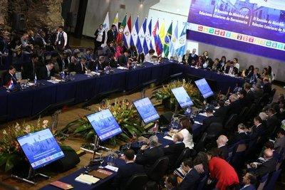 Inició la Cumbre Iberoamericana en la ciudad de Antigua Guatemala