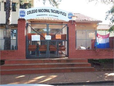 Estudiantes levantan toma de colegio, tras acuerdo con el MEC