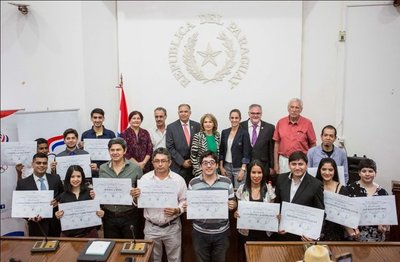 El Cabildo entregó premios del Concurso de Cuentos en Guaraní y Castellano
