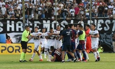 Árbitros afirman que los goles de Olimpia del clásico son legítimos