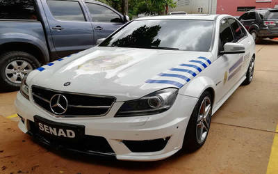 SENAD utiliza vehículo incautado al crimen organizado