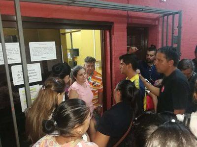 Ahora: Hortensia Morán se encerró en su oficina y los padres piden su renuncia