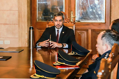 Presidente destituye al comandante y subcomandante de la Policía Nacional