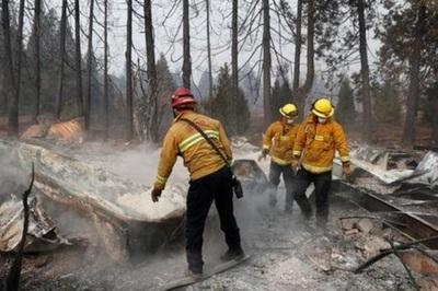 Buscan 1.276 desaparecidos en el peor incendio en EEUU