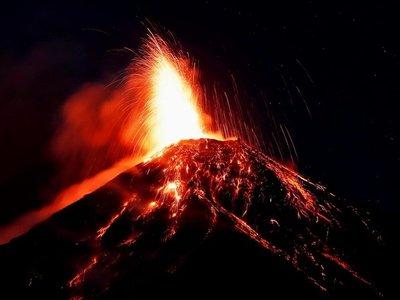 Alerta roja ante aumento de erupción del Volcán de Fuego
