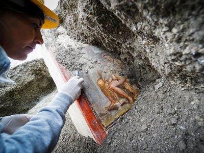 Descubren en Pompeya un fresco del mito griego de Leda y el cisne