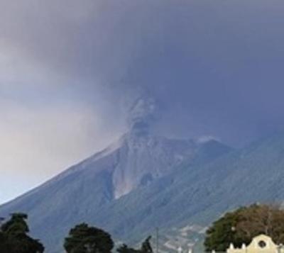 Alerta roja y miles de evacuados por erupción del Volcán de Fuego