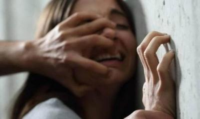 HOY / VIDEO| Brutal agresión a mujer, que por amenaza o 'costumbre', se niega a firmar acusación