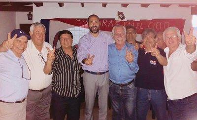 Ídolos de siempre respaldan a Raúl Zapag