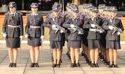 NUEVA REGLAMENTACIÓN PARA MUJERES POLICÍAS