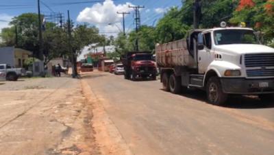 HOY / Cierre parcial de avenida Artigas  por alcantarillado: comerciantes protestan porque afecta a ventas