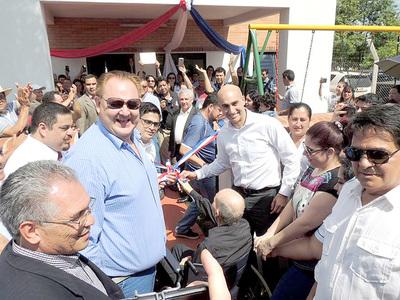 Ministro promete potenciar atención sanitaria para evitar traslado de pacientes a Asunción
