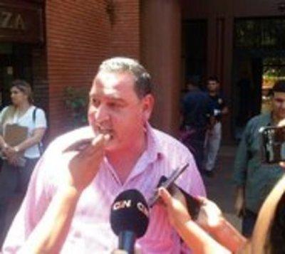 Fiscalía allana oficina de Zacarías Irún tras principio de incendio
