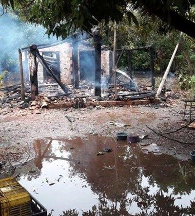 """¿FUE UN ATENTADO? """"Dios nos salvó de morir quemados en la casa"""""""