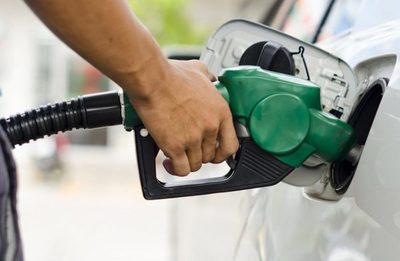 AnunciaN reducción de precio del combustible y gas