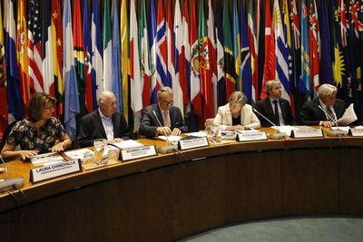 Expertos debaten el futuro de la democracia en América Latina