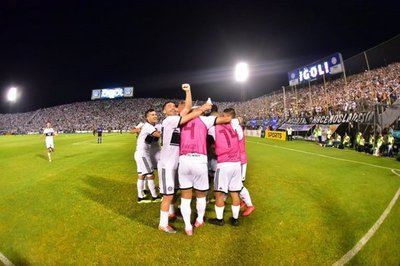 Olimpia grita bicampeón y levanta su título 42 en el fútbol paraguayo