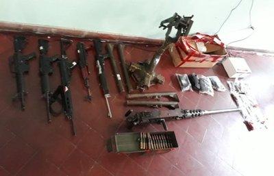 Exhibieron las armas usadas en atentado