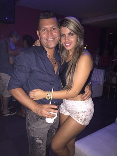 Ex de Hernan Caire, Karen Insfran, se pescó a un famoso empresario de Asunción.