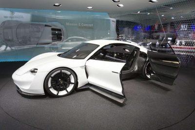 Porsche elevaría beneficios para impulsar los eléctricos