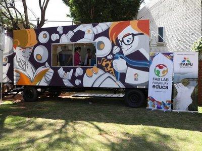 Lanzan laboratorio móvil de fabricación digital en Paraguay