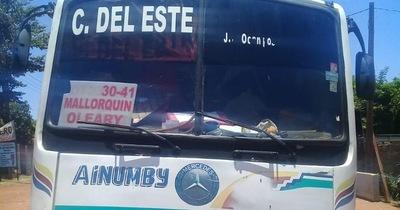 Retienen ómnibus cargado con mercadería de contrabando