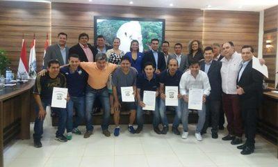 Junta municipal homenajea a campeones franqueños