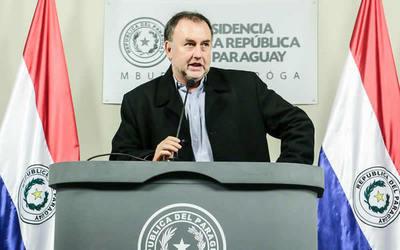 """Ministro considera que se debe mantener presupuesto de """"seguro vip"""""""
