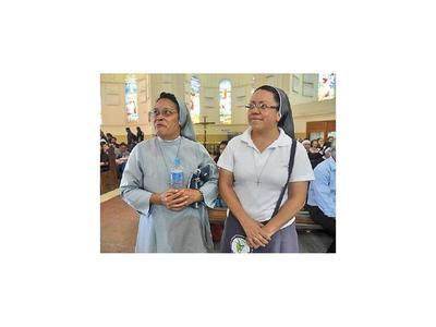 Monja de África admira gran   devoción de los peregrinos
